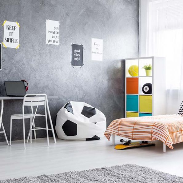 Spacious and minimalistic boy room